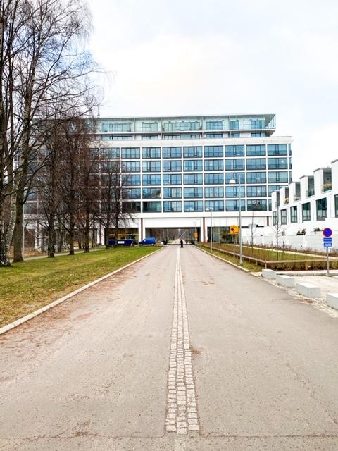 Koneen toimistorakennus, joka on muutettu asuinkäyttöön